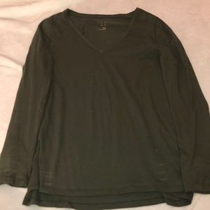 Small long sleeve green vneck